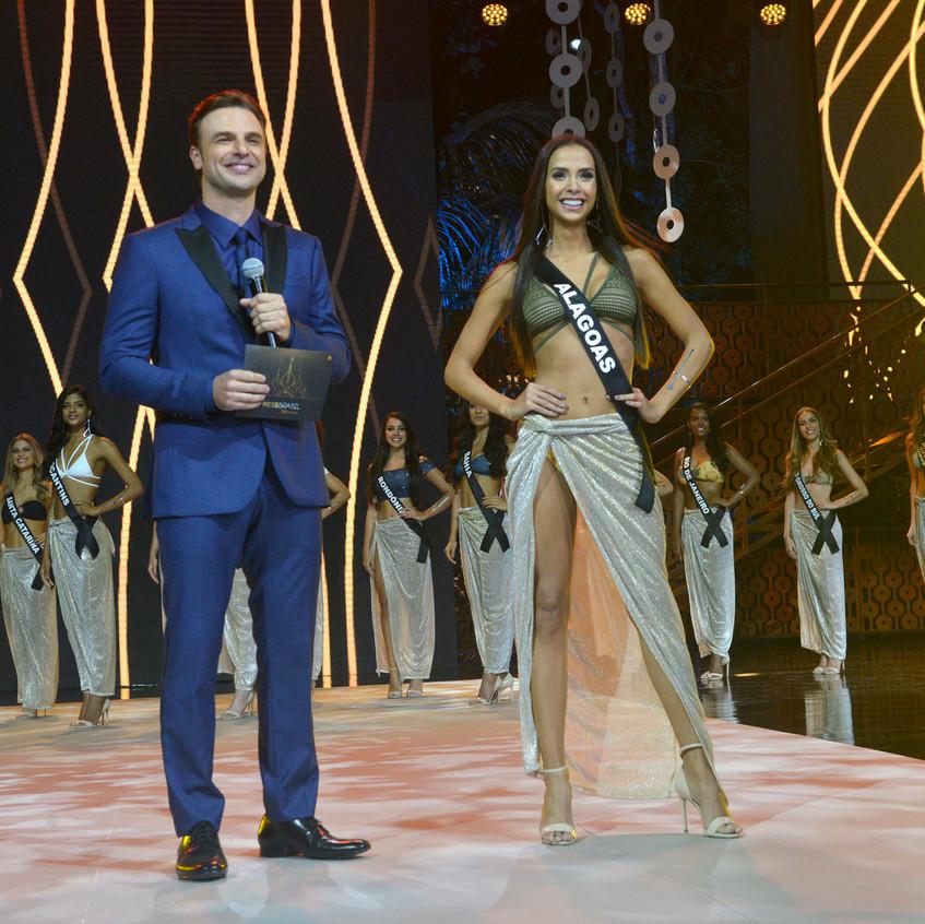Miss Alagoas 2017, Nathália Pastoura, com o apresentador Cássio Reis- Foto Maristela Colucci