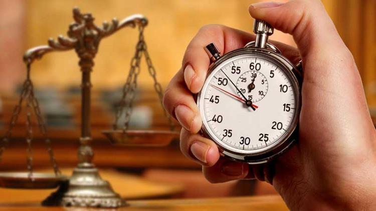 una bilancia ed un orologio