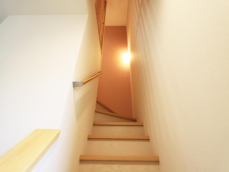 和モダン住宅 ルーバーの美しさ 格子の階段