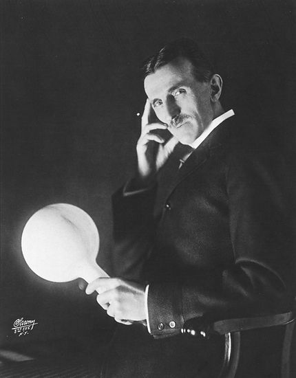 Nikola_Tesla_by_Sarony_c1898.jpg