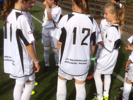 Mädchen erkämpfen sich einen tollen 3. Platz beim Fußballturnier!