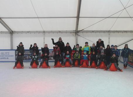 Klassen 3 und 4a auf der Eisbahn