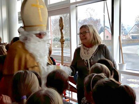 Der Nikolaus zu Besuch in der Grundschule Mülheim