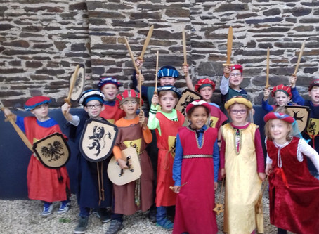Burgfräulein und Ritter – die erste Klasse zu Besuch auf der Burg in Cochem
