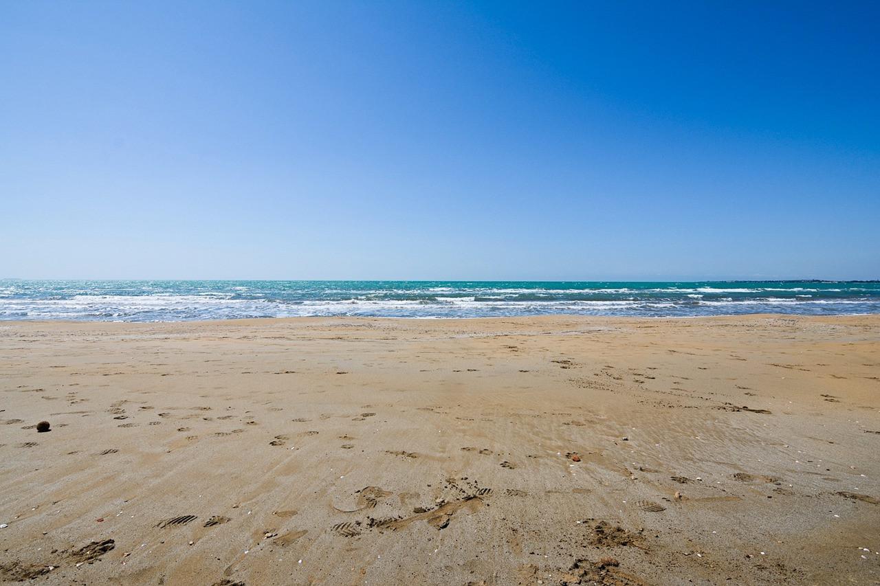 beach-1792346_1280.jpg