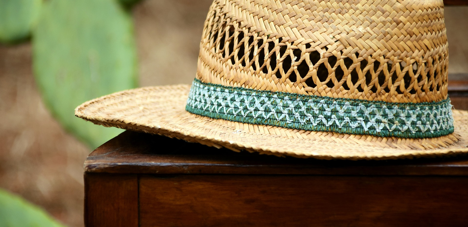 hat-2258676_1920.jpg