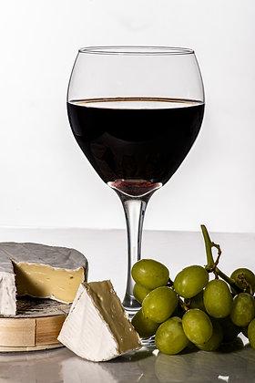 Brie, Beaujolais, et Le Raisin