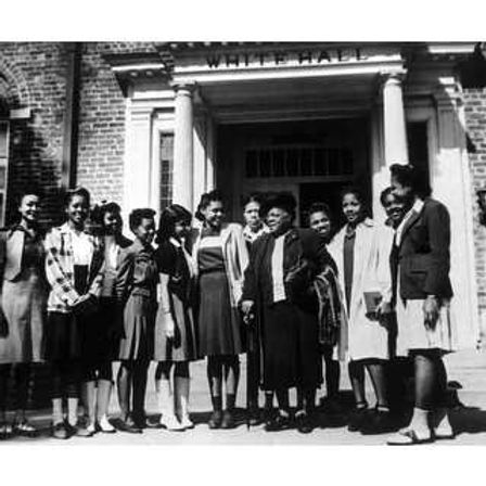 Mary-Mcleod-Bethune-With-Students-At-Bet