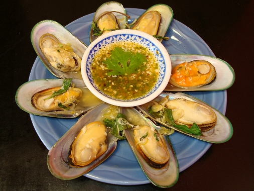 Steamed Mussels with spicy garlic sa