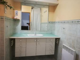 plan de salle de bain en verre peint mat