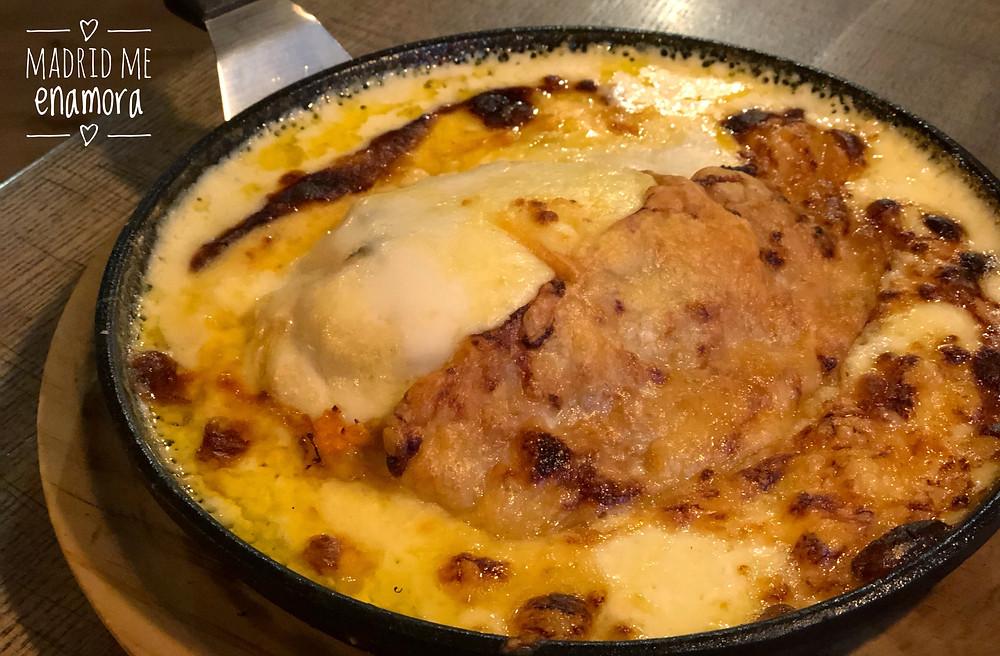 La Chalupa es una especie de lasaña rellena con pollo guisado y queso.