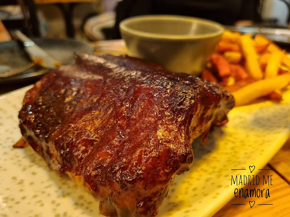 Las costillas de cerdo estaban super tiernas y con un sabor delicioso.