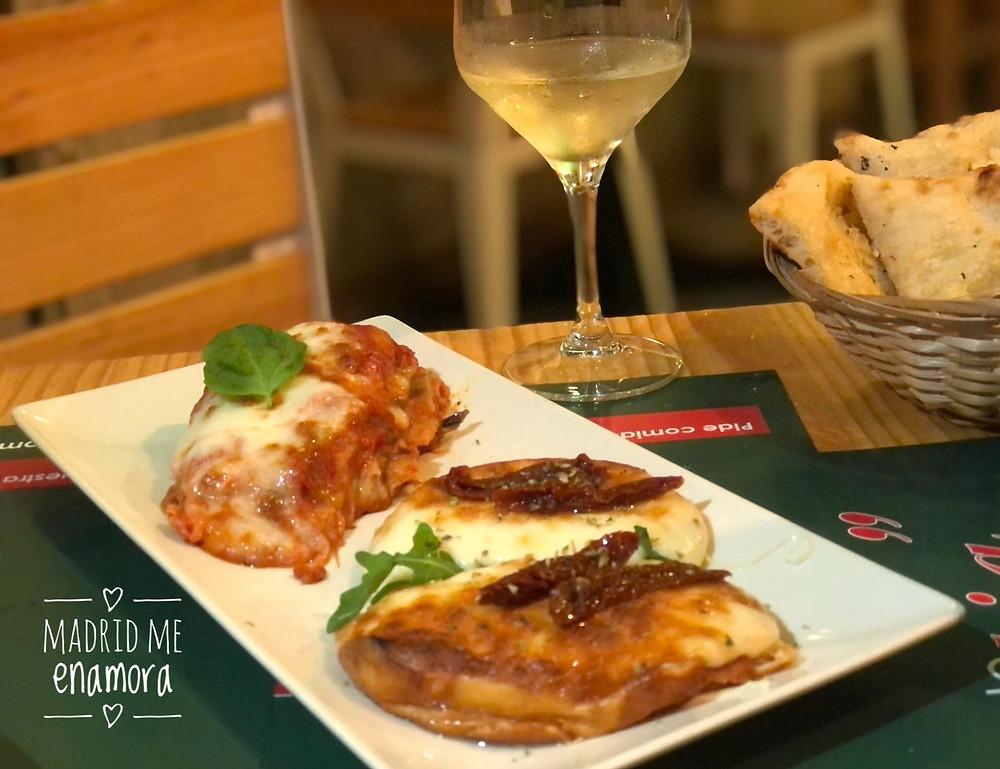 Queso scamorza ahumado y Berenjena al horno con queso y tomate casero.
