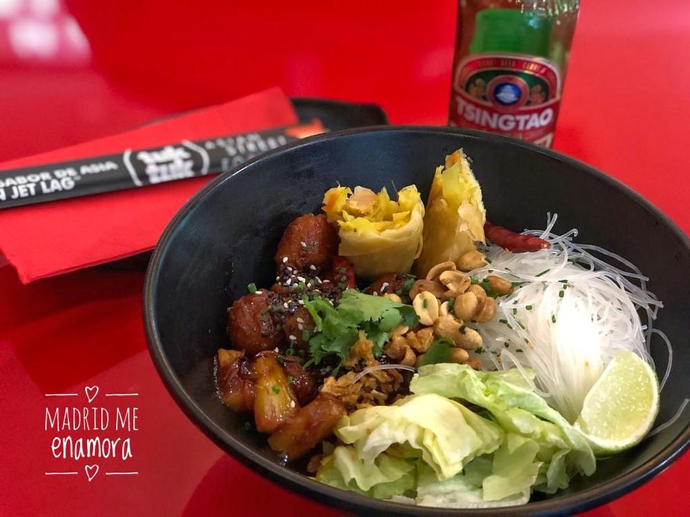La ensalada Bobun te traslada a las calles de Vietnam.