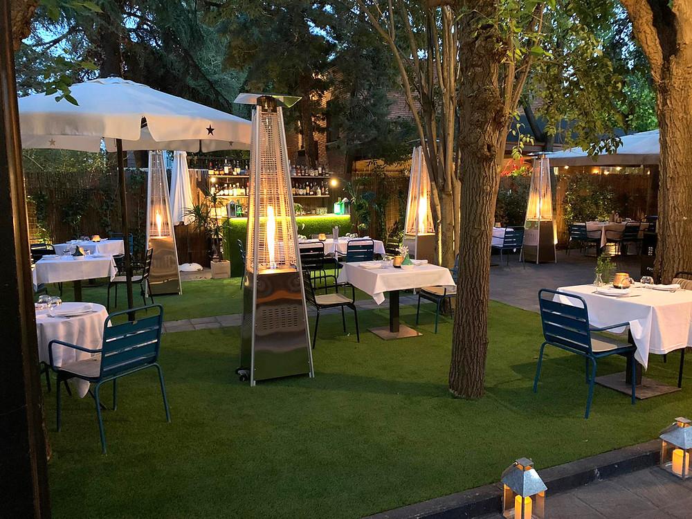 La terraza de El Jardín de Alma está perfectamente equipada para disfrutar sin pasar frío.