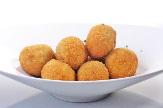 Croquetas de jamón de la Taberna Arzábal. Restaurante recomendado en Madrid