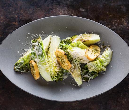 Aunque muchos no lo saben, la ensalada César tiene su origen en México.