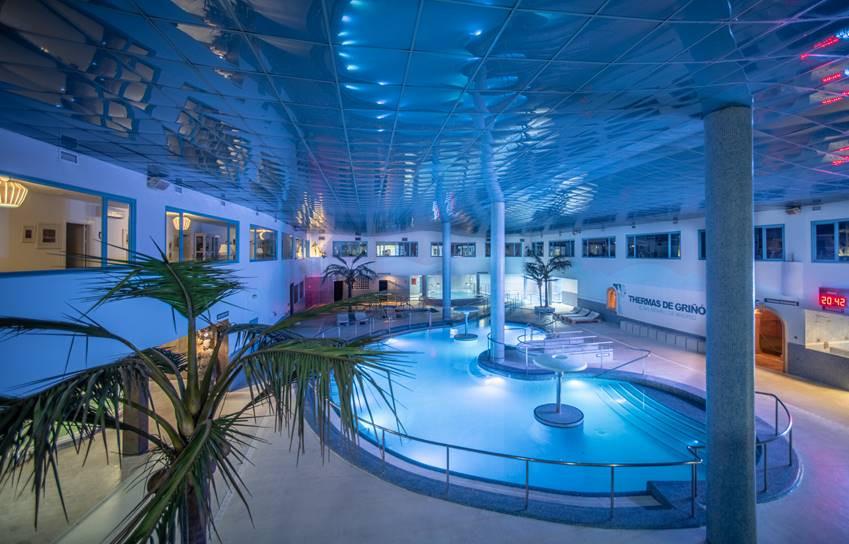 Piscina central del balneario Thermas de Griñón.