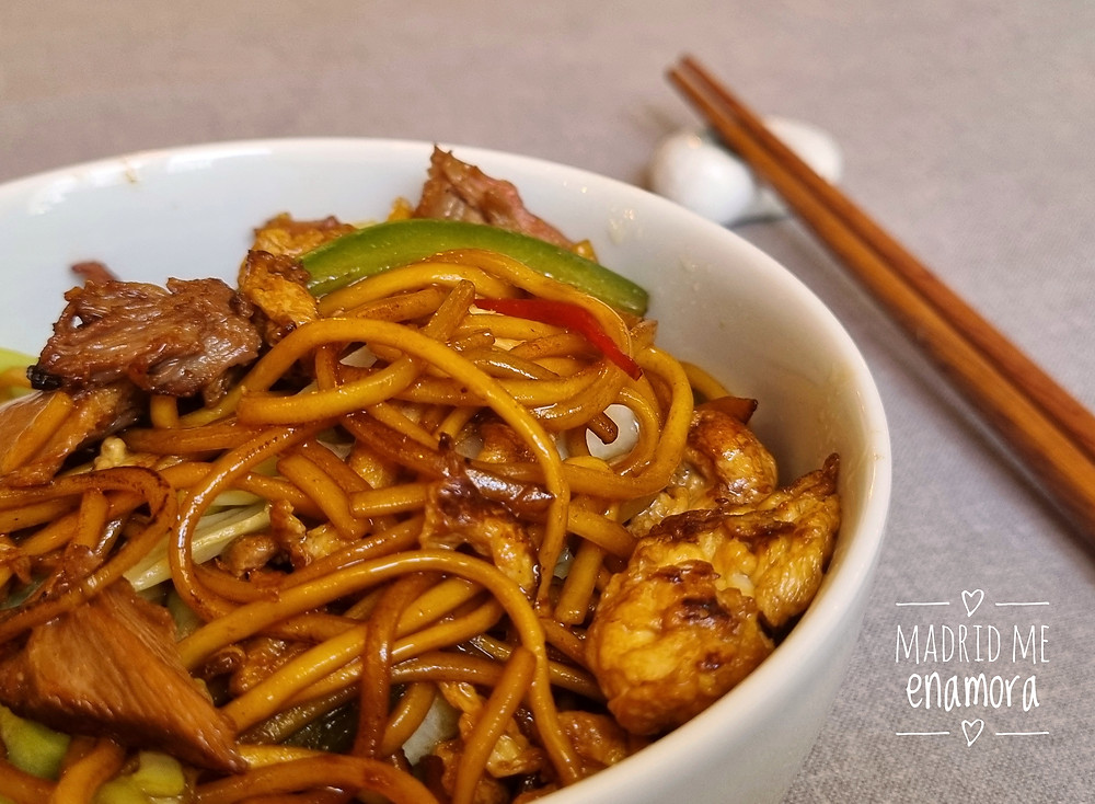 Noodles con cerdo ibérico, verduras y pimienta de Sichuan.