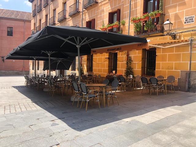 Terraza del restaurante Amicis.