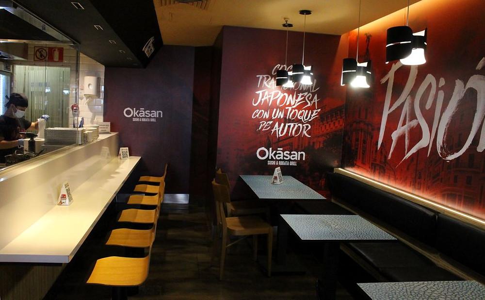 El corner de Okasan con cocina a la vista es ideal para disfrutar de una buena comida japo.