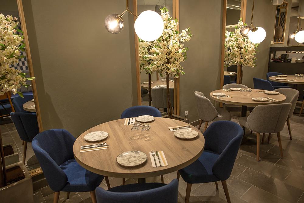 La decoración del restaurante Macao es elegante y acogedora.