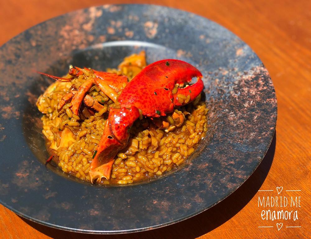 El arroz con bogavante caldoso es una de las especialidades de Toke de Paco.