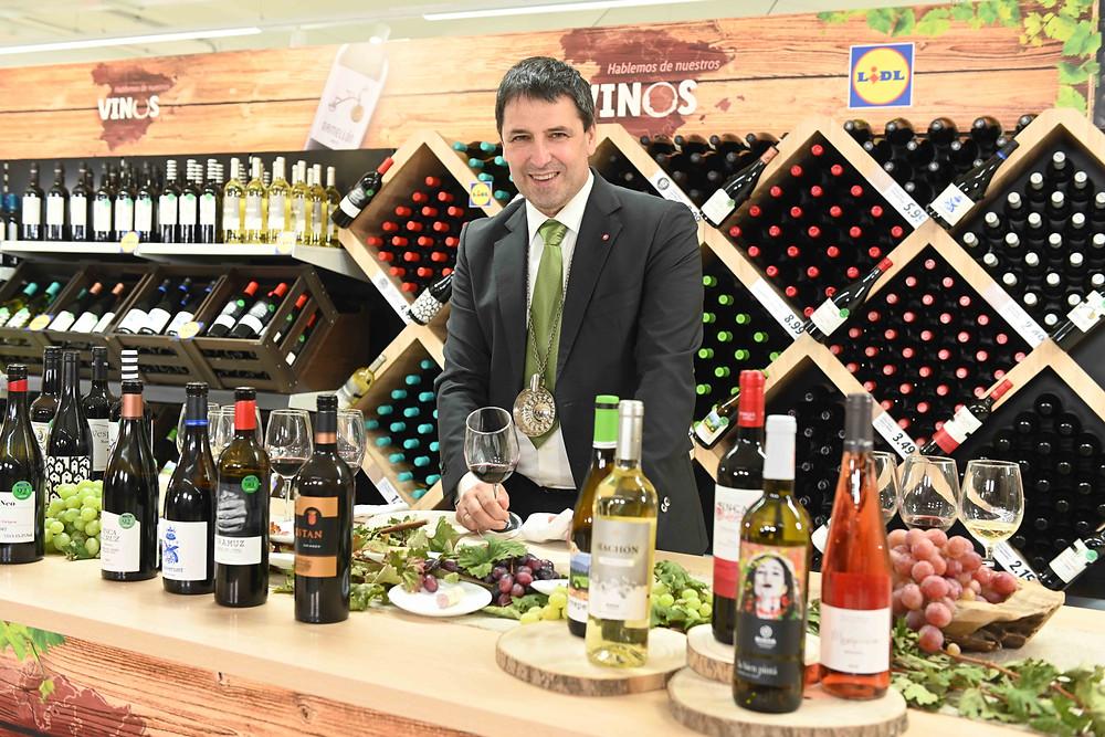 El sumiller Jon Andoni Rementeria ha hecho una selección de vinos premium para Lidl.