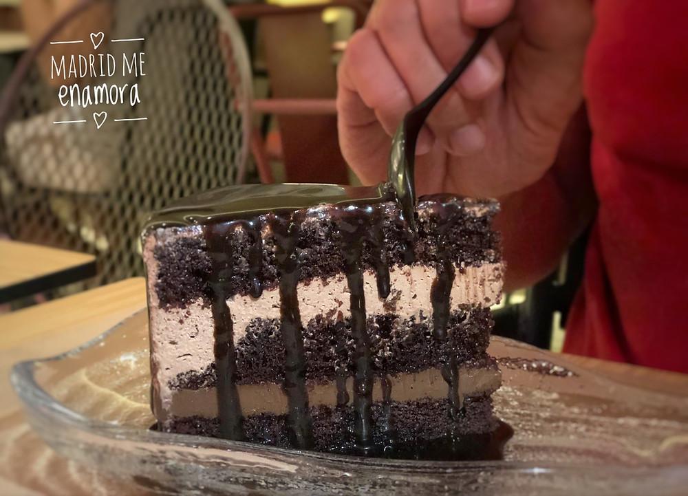 La tarta de chocolate fue el perfecto final a una gran comida.