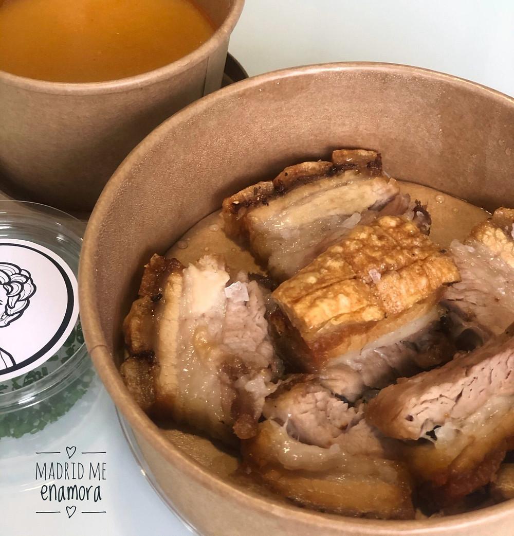 Torreznos de cerdo con una fina emulsión de patata y pimentón de La Vera.