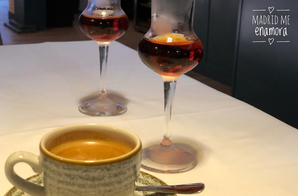 Nada mejor que una sobremesa con un buen café y una copa de Txacoli.