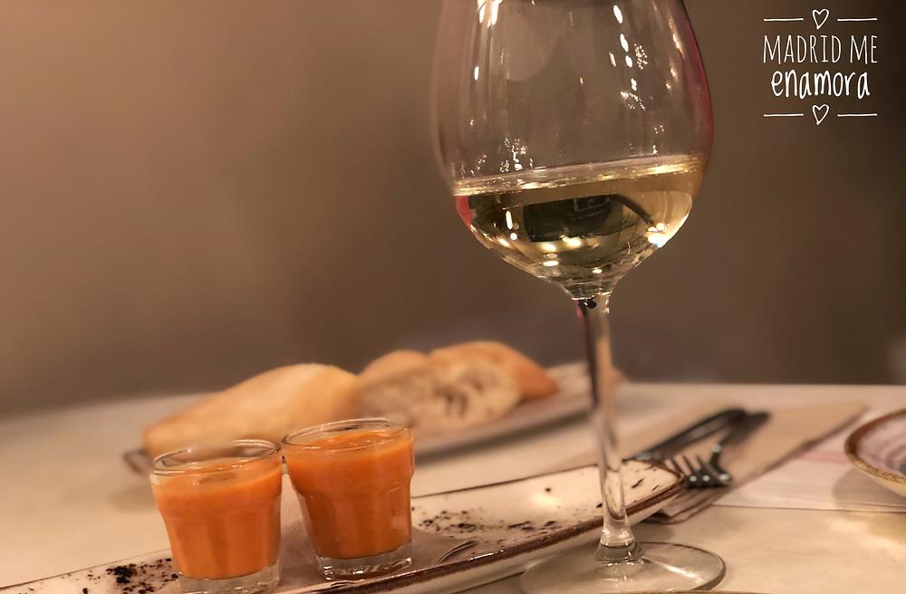 En El Escondite de Villanueva mantienen la buena costumbre de servir un aperitivo.