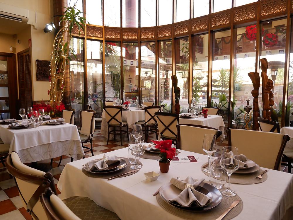 El comedor del restaurante Beytna es amplio y acogedor.