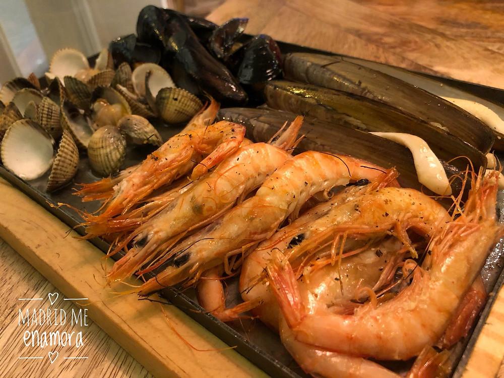 El mar a la brasa: presentación y sabor en uno de los imprescindibles de Can Bonet.