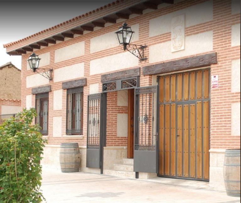 Fachada del restaurante El Tío Macario en Pozaldez.