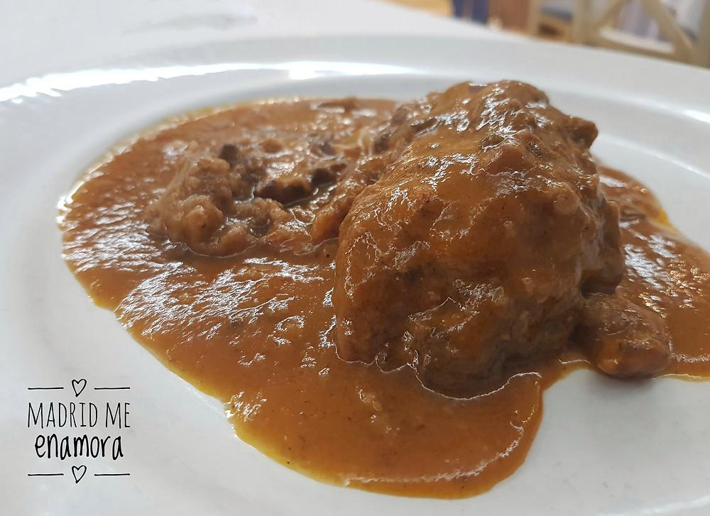 Manitas de cerdo rellenas de carne y trufa de Soria.