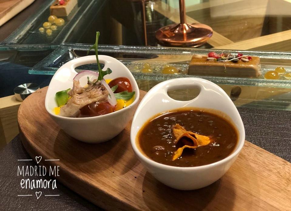 Cada plato viene elegantemente presentado en El Quinto Sabor.