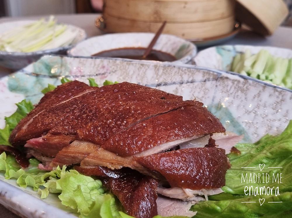 El pato lacado de Asia Gallery Lagasca es uno de los platos imprescindibles.