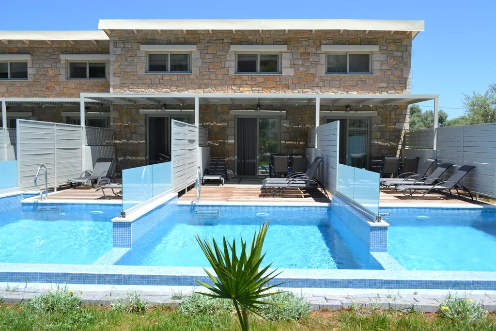 Kastro Maistro maisonettes pool rear vie