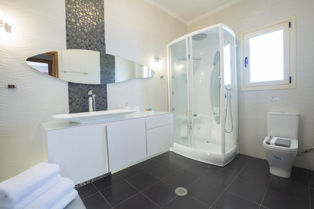 Villa Ventalia Nikiana Bathroom.jpg