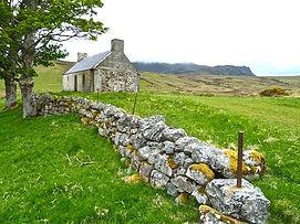 farmhouse-272596__340.jpg