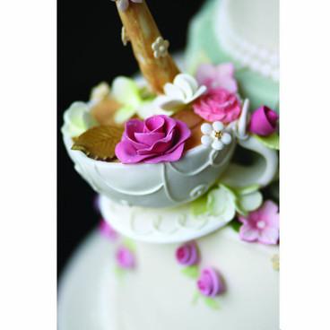 Teapot wedding cake detail