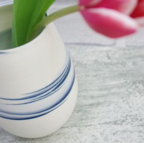 vase with tuplip.jpg