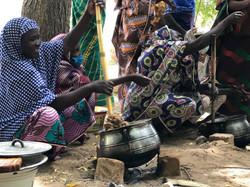 Fabrication d'huile et pâte d'arachide à Maoudine (Cameroun)