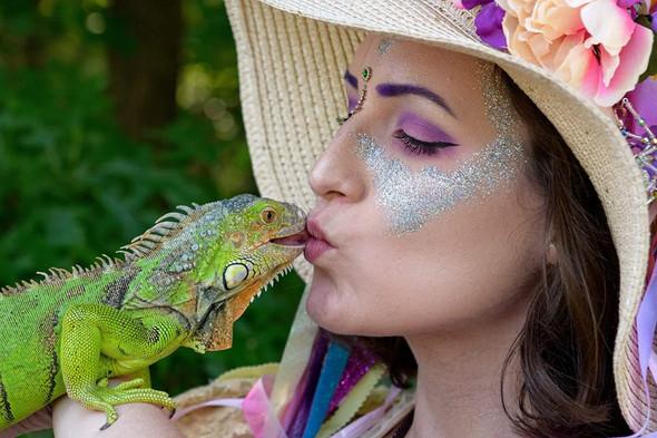 Iguana Kisses