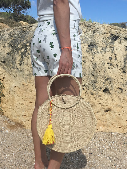 Straw nude rounded bag with bright pompon kale kale