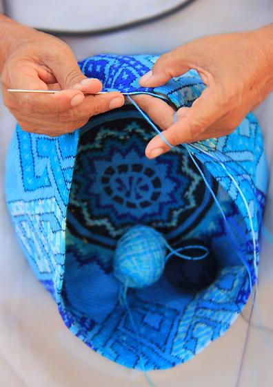 making a wayuu bag colombia