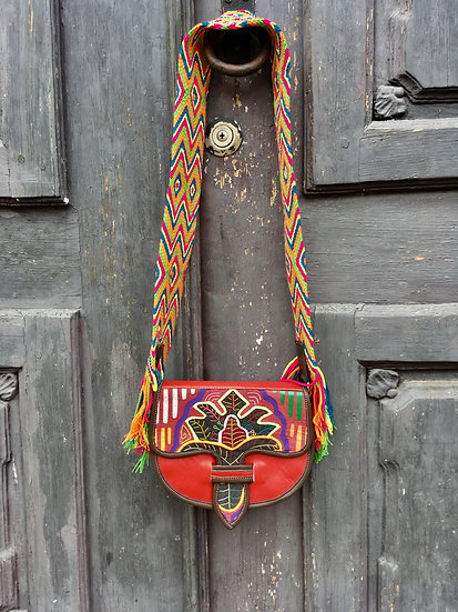 colombian wayuu leather bag red handcrafted by indigenous kale kale
