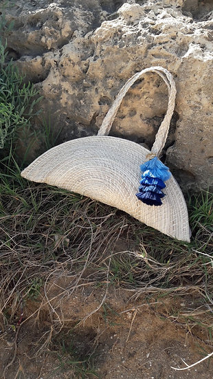 Straw nude half moon bag with blue pompon kale kale