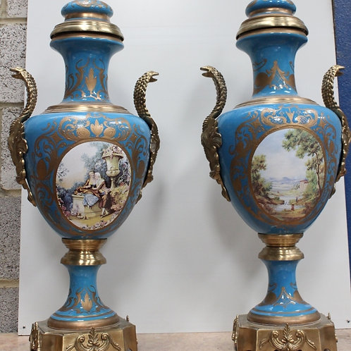 PAIR OF ANTIQUE FRENCH STYLE PORCELAIN BLUE LAMPS WITH BRASS BASE - C79